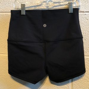 lululemon athletica Shorts - Lululemon black roll down booty short sz 6 59974